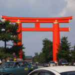 神社の鳥居の謎|なぜあの形で朱色が多いの?意味や種類を紹介